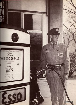 d3f68e89752f6ea58a64380b92b3cb5d--old-gas-stations-filling-station.jpg
